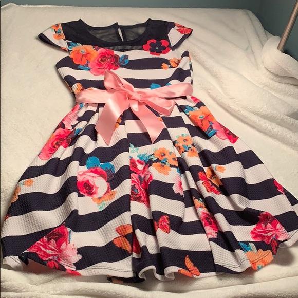 Zuni colorful fun dress size 6 w satin pink sash